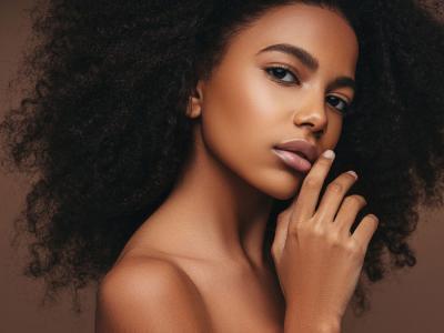 Hilfe, Haarausfall! Das hilft wirklich gegen dünne und feine Haare