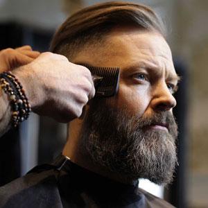 Bartpflege Anleitung: Am Ende noch einmal zum Bartkamm greifen